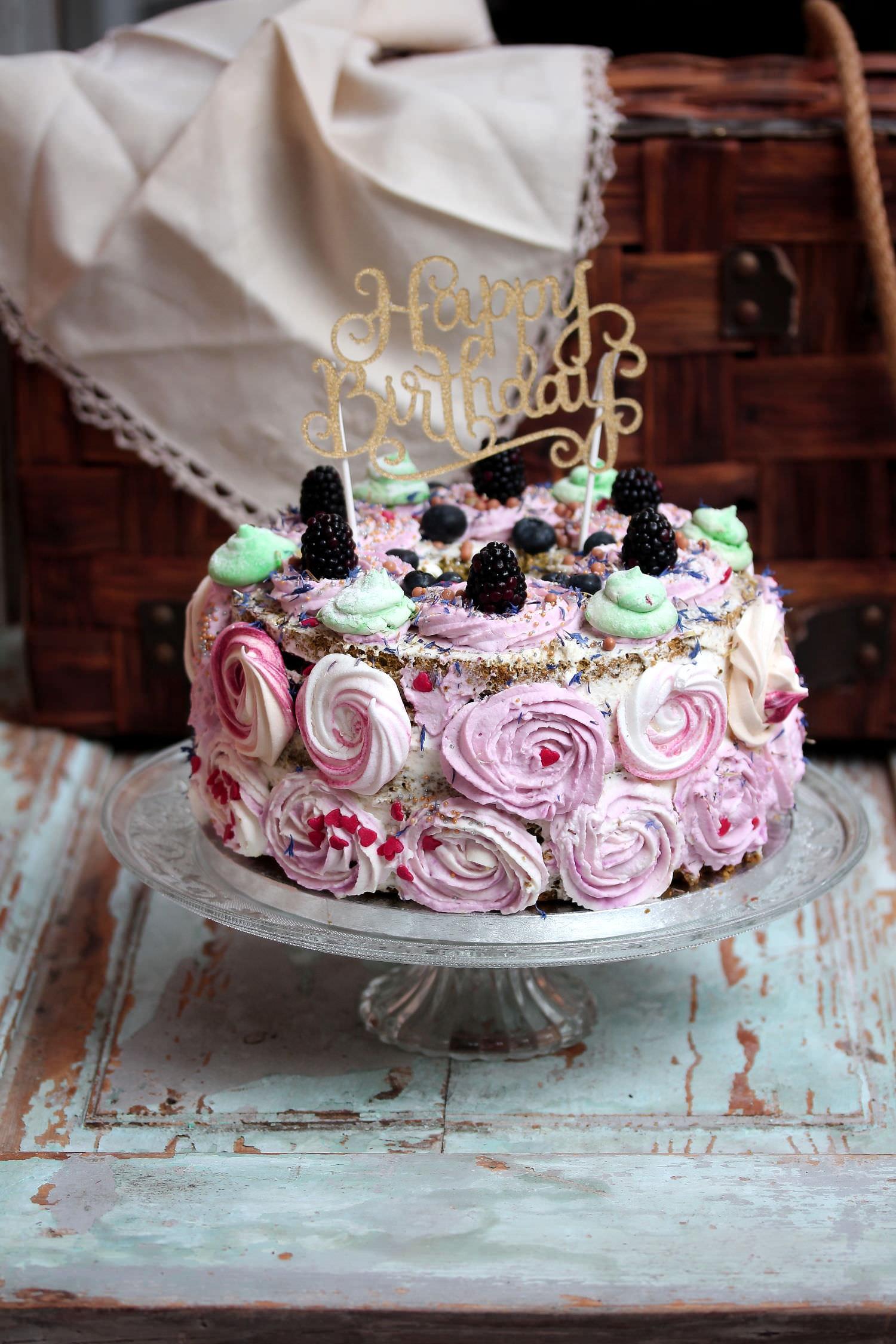Torta Di Compleanno Con Rose Di Panna Dolci Gusti